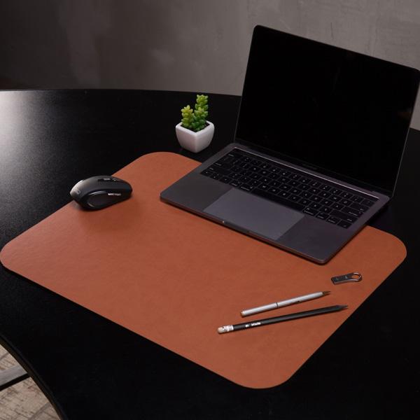 Светло-коричневая накладка на стол