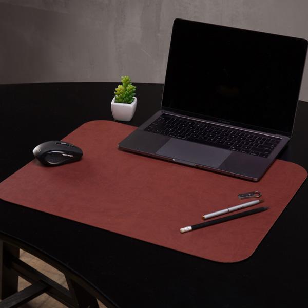 Коричневая накладка на стол