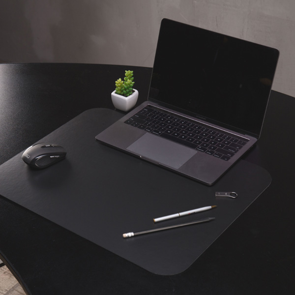 Черная накладка на стол